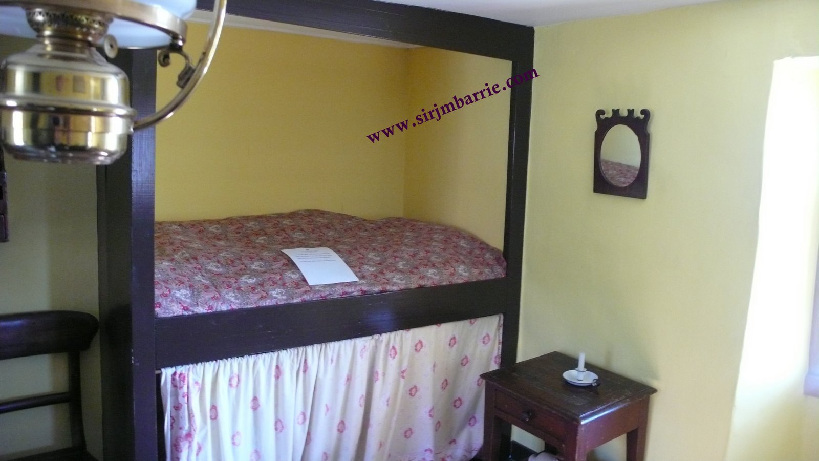 lit dans le mur meuble lit canape escamotable mur en pierre accent dans une maison rustique. Black Bedroom Furniture Sets. Home Design Ideas